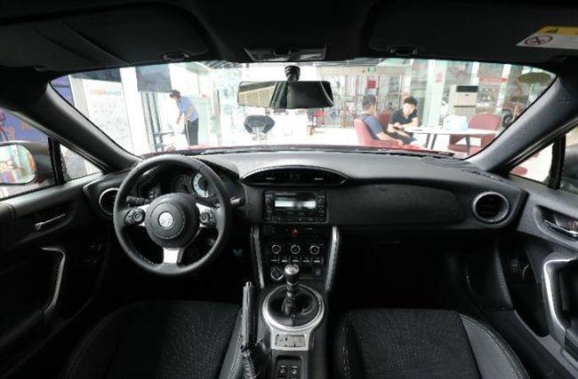 再次入华的丰田86到店,大红配色+手动挡,这货够劲!