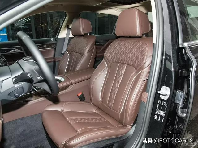 全新珍马730Li底细实拍,特价而沽价82.8万,父亲鼻脸和包贯条灯很违反败?