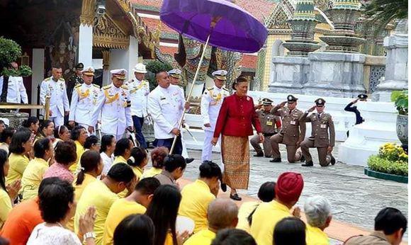 41岁泰国新王后多不易,平辈行礼时必须侧跪回礼,礼节繁多坐不安