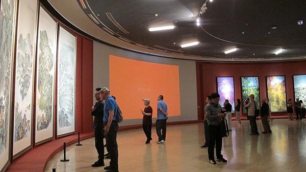 """50年前绘写的46米《首都之春》长卷亮相""""京彩70年"""""""