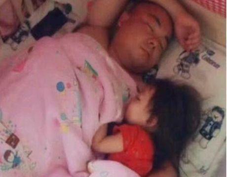 一张图看出儿子和女儿在爸爸心中的地位,网友:儿子是充话费送的