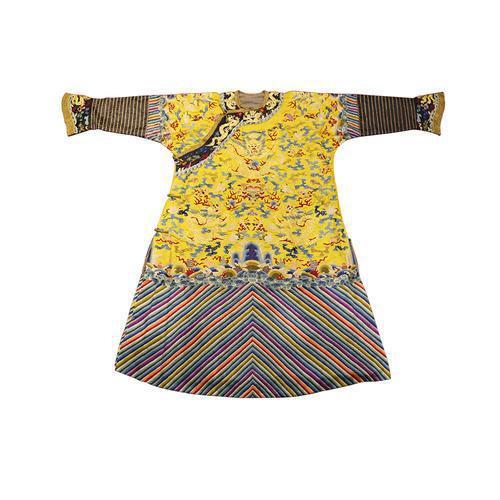 为啥皇袍都是黄的,只有秦始皇一人敢穿黑色,还不是因为他们不敢