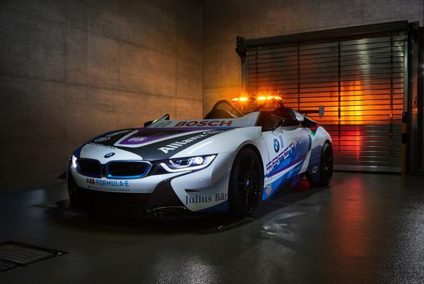 BMW i8敞篷跑车化身电动方程式安全车 超帅彩绘摩纳哥站亮相