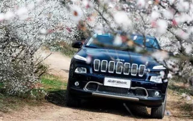 曾经力压奥迪Q5,如今月销不过千,Jeep自由光自杀式死法!