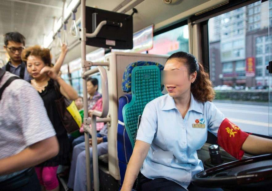开车不系安全带算违章,那为啥公交司机从来不系也没事?有啥猫腻