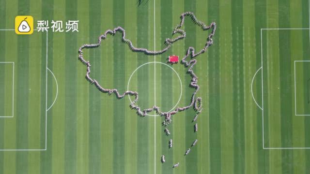 【#900名学生摆出中国轮廓图# 精确度