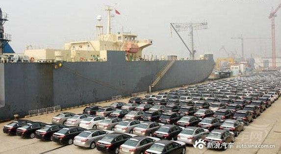 天津滨海爆炸 雷诺汽车仓储场大量汽车被烧毁