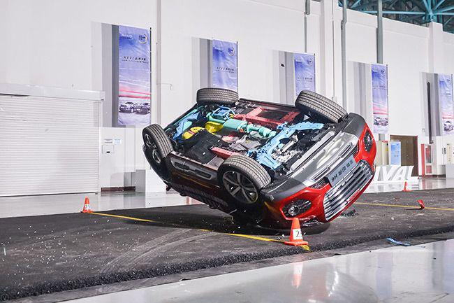 直升机吊摔奔腾X40模拟翻滚事故,气囊侧气帘未弹出,这料有点大