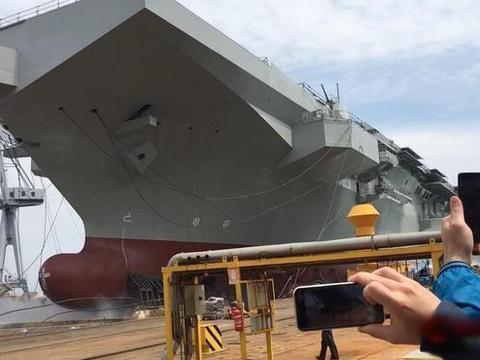 战斗力不逊于航母,欧洲大国下水一海上巨兽,中国海军至今还没有