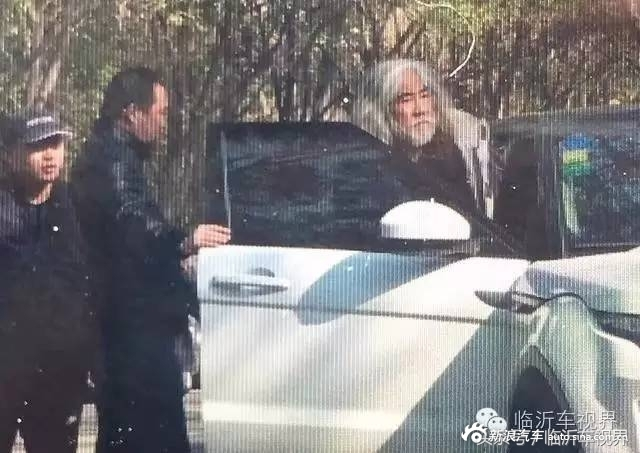 张纪中为逼樊馨蔓离婚带人打砸其家,私人豪车亮了!