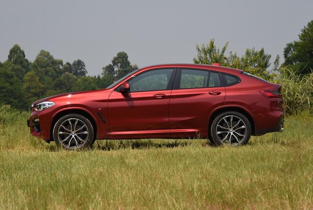 2019款新款宝马X4,落地不到50万,非常适合女士开的一款车型