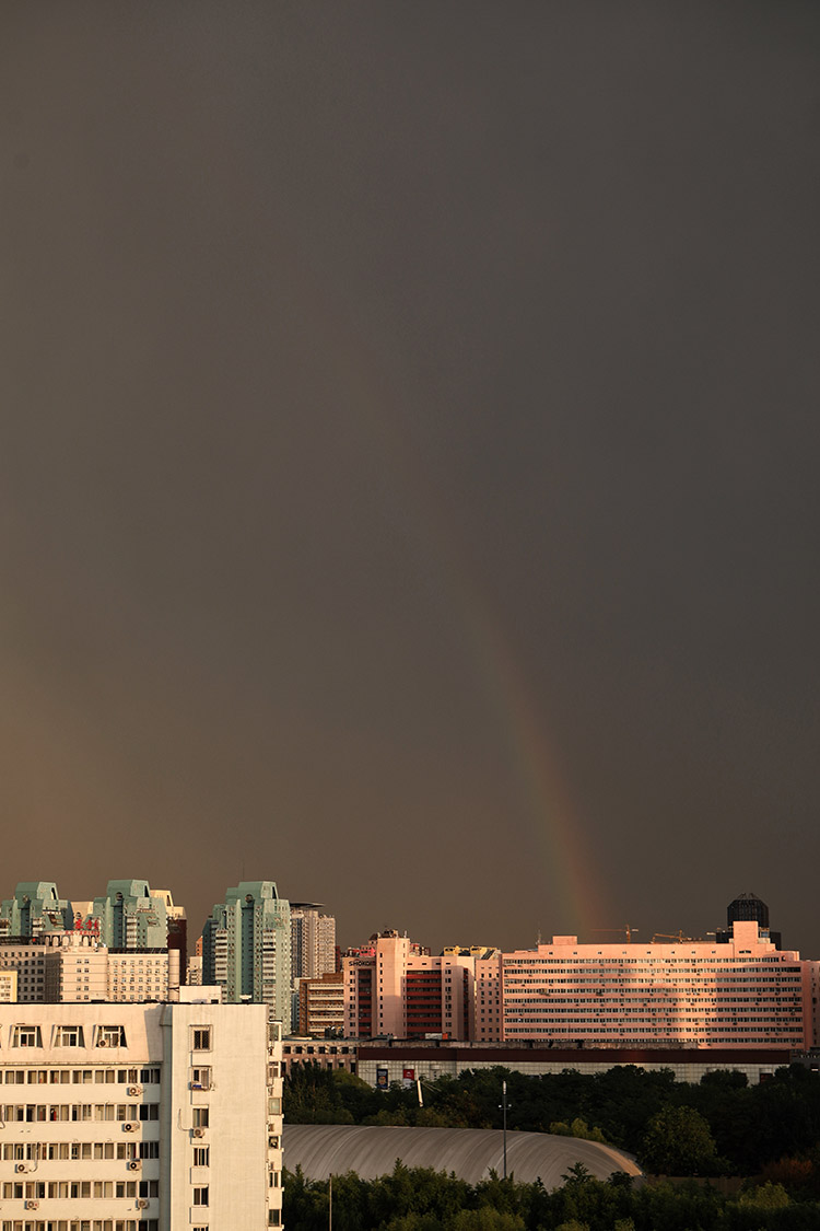 雨后北京出現彩虹
