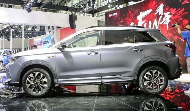 这SUV出厂就是改装范,回头率爆表,空间远超H6,只要9万多