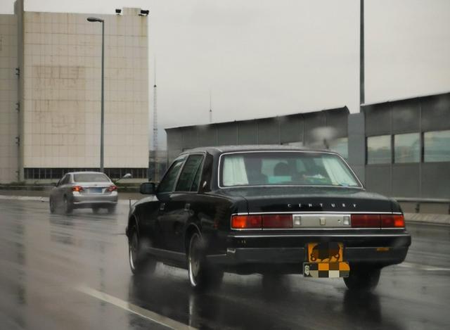 长这么大还是头一次在国内见到活的丰田世纪,很有味道的一款车
