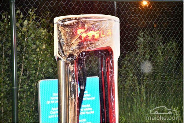 特斯拉又着火了:国外一辆Model S充电时起火并完全烧毁