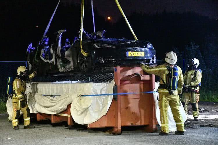 特斯拉再发自燃事故:比利时一辆Model S充电时起火烧毁