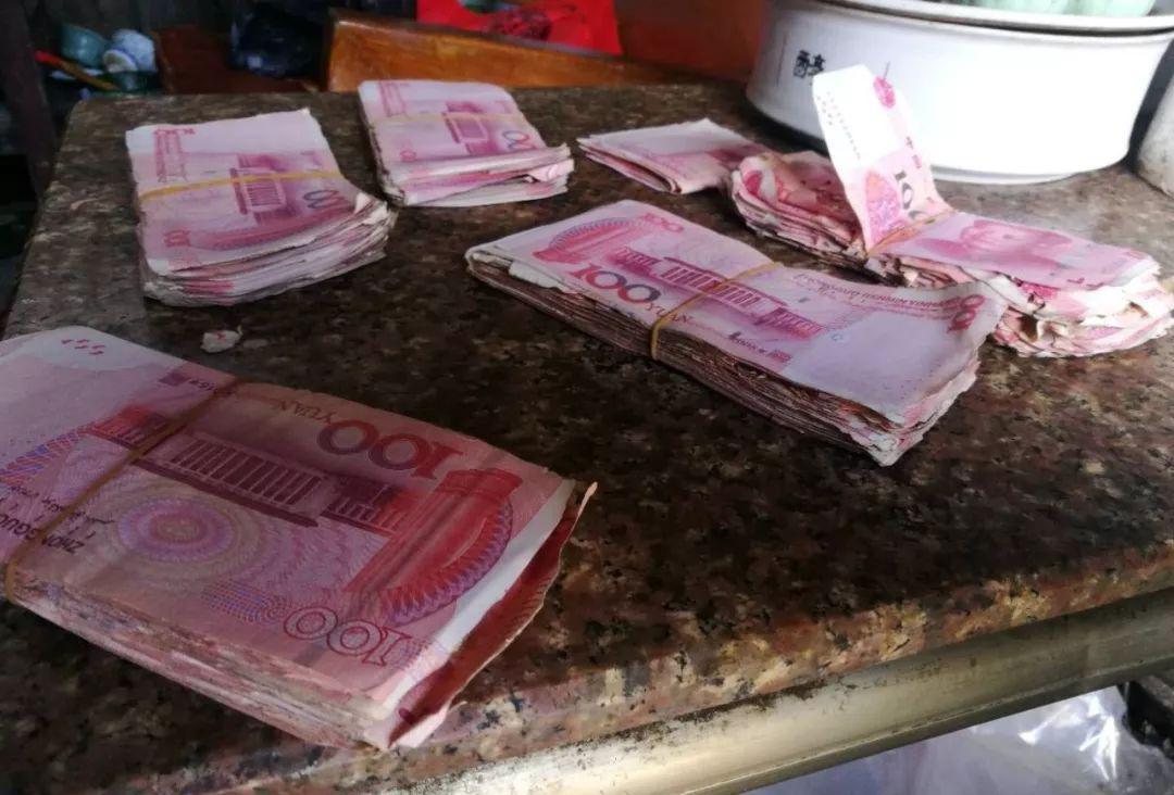 汕头有人5万多人民币被白蚁的蛀蚀,导致币面不同程度残破