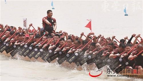 广东:2019万江龙舟锦标赛昨日举行 26个社区龙舟队东江竞速