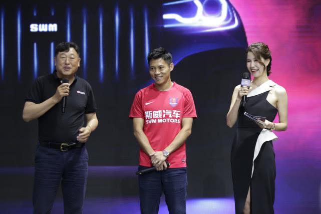 """斯威G05亮相重庆车展,""""车王""""大咖为其助阵!"""