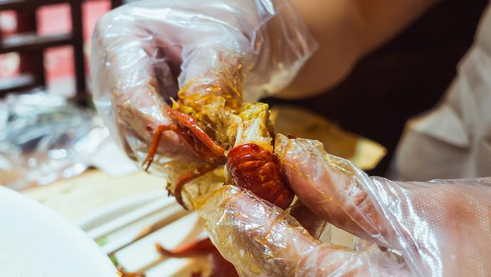 """小龙虾是虫不是虾?吃了得""""哈夫病""""?这些问题,一次说清楚"""