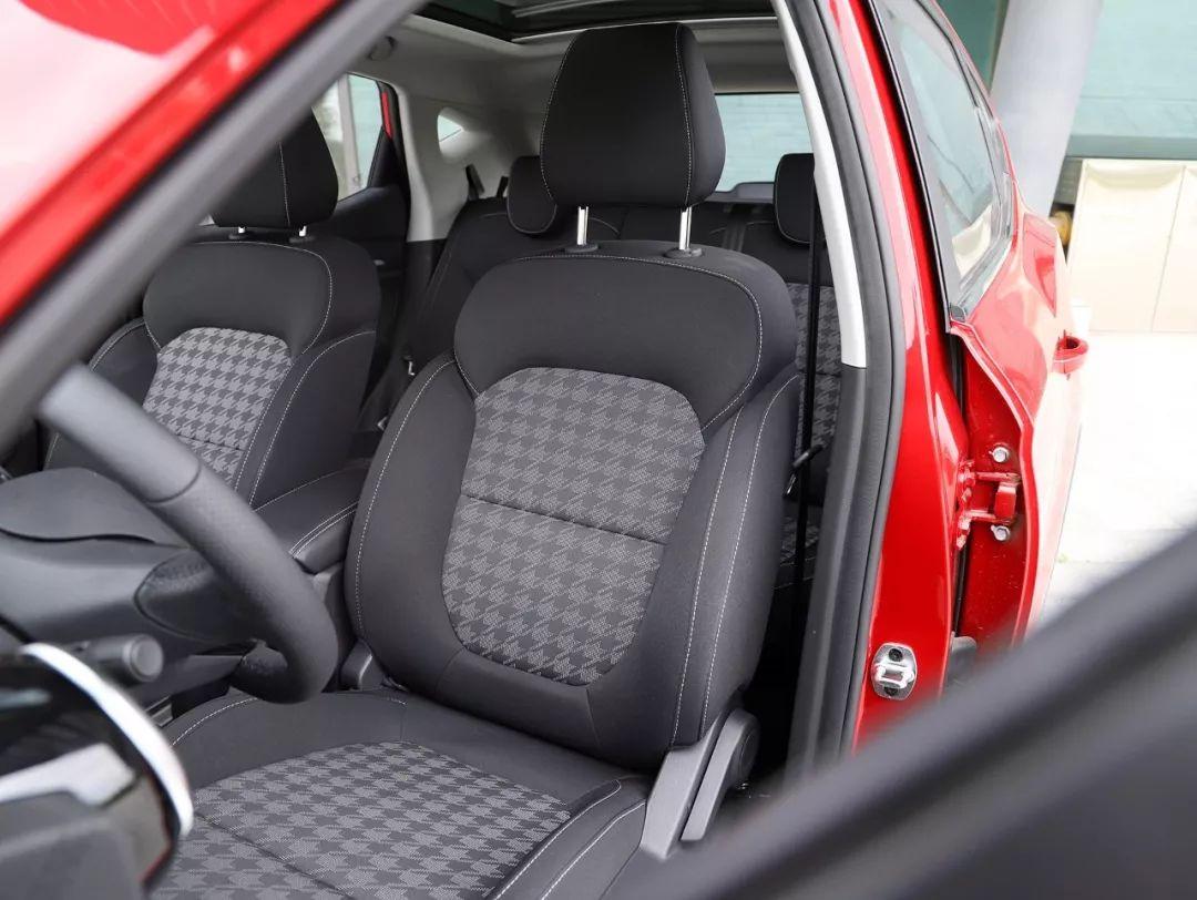 这辆SUV只卖7万,配全景天窗、LED大灯,就买它了!