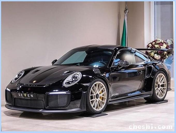 街上最亮的Gai!保时捷911到店实拍,售价高达378万元的超跑