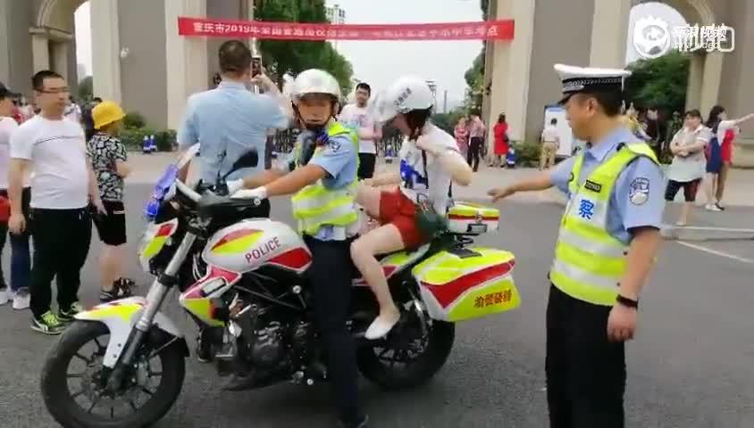 最帅骑行者:考生突发身体不适 警察蜀黍开车取药