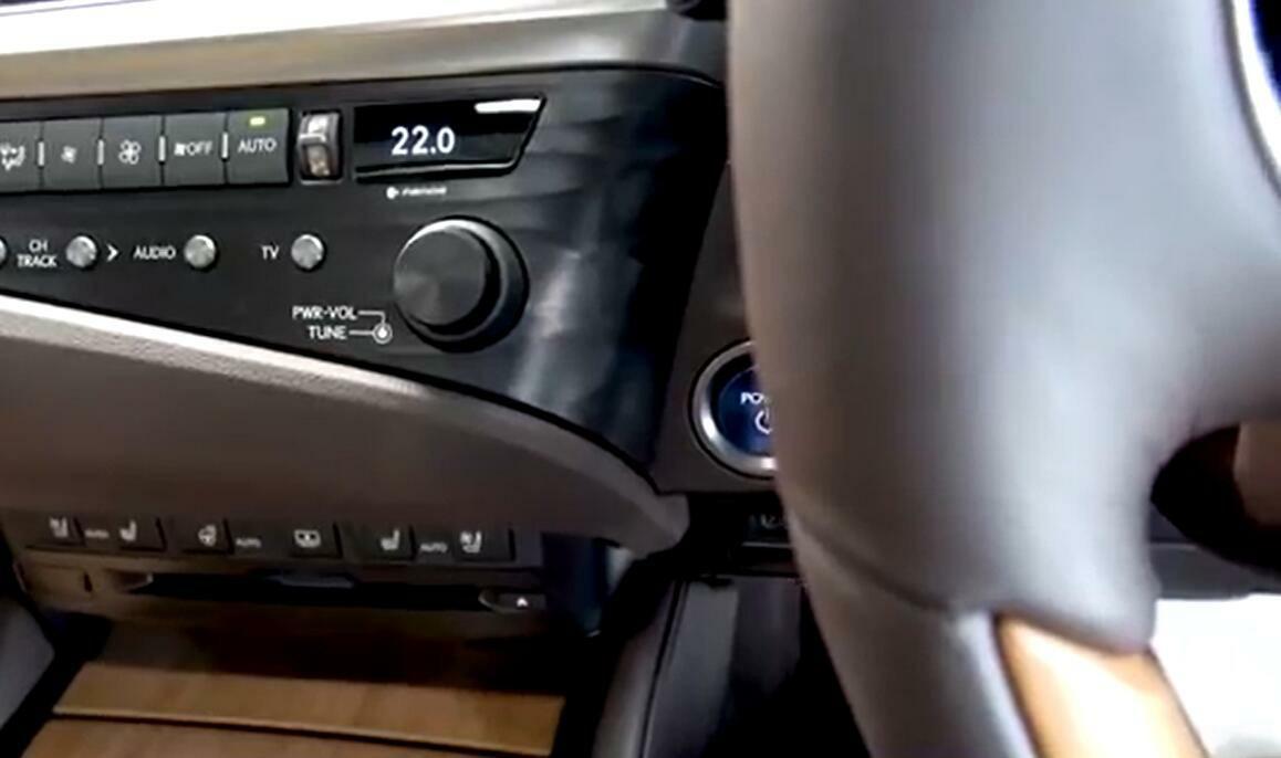 不光豪华,油耗还低,雷克萨斯ES300h到店实拍