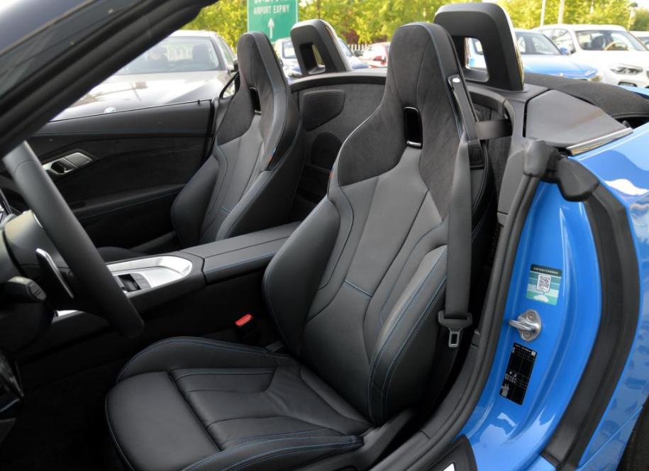 奔驰SLC最强对手换代,2.0T发动机,还要啥奥迪A5?