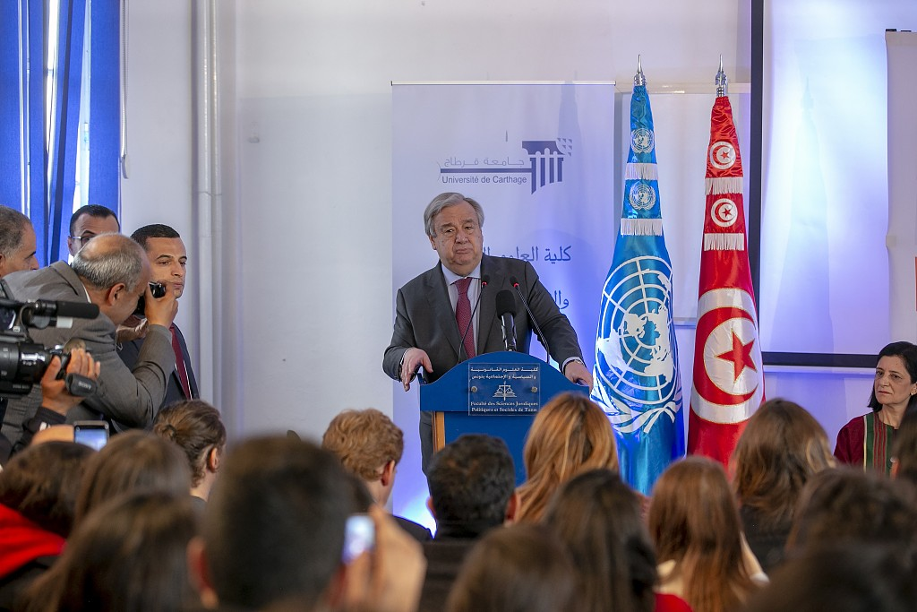 聯合國祕書長古特雷斯今年4月在突尼斯對當地學生髮表講話。圖/視覺中國