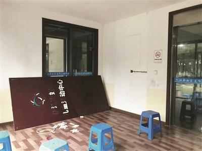 200多斤重钢化玻璃从墙上剥落 4岁男孩被砸身亡