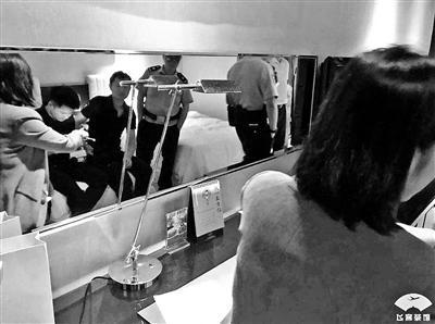 杭州喜来登酒店房间现摄像头?系设施老化 墙皮脱落