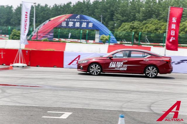加速堪比性能车,油耗6.6L,第七代天籁的身手能上赛道劈弯