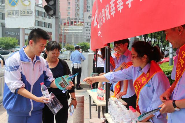 中建二局北京分公司第八项目部开展志愿服务高考活动