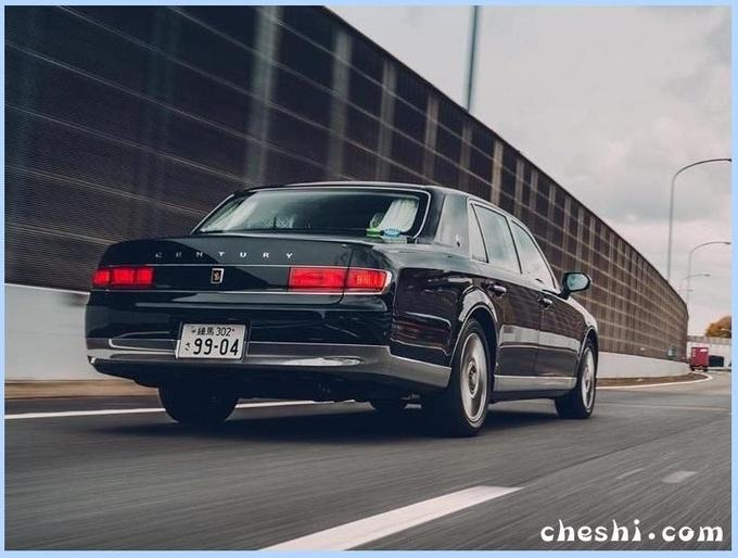 丰田旗舰轿车街拍曝光!豪华气质比肩奔驰S级,还配V8混动引擎