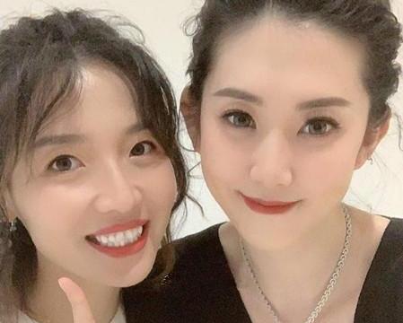 女排女神薛明,与央视导演离婚成花店老板,与魏秋月同框很美