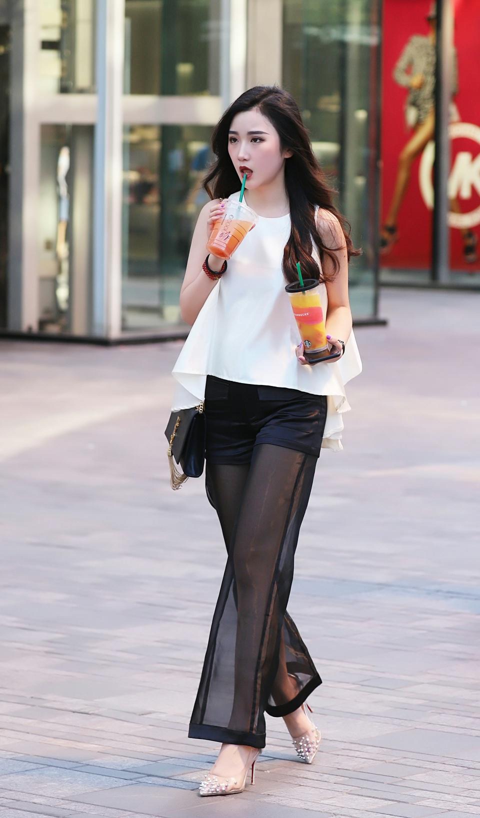 六月中旬,街上的时尚女孩又多了起来,有没有让你心动的?