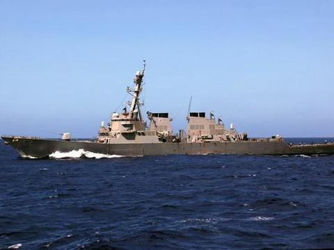 """美国阿利伯克级""""菲茨杰拉德""""号驱逐舰,其满载排水量超过8000吨"""