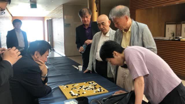 视频-元老赛个人决赛打响 芮乃伟林海峰等观战