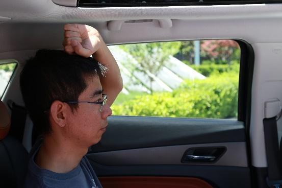 """国产SUV装千万""""汗血宝马""""进京被查 网友:确认过眼神,这空间够大"""