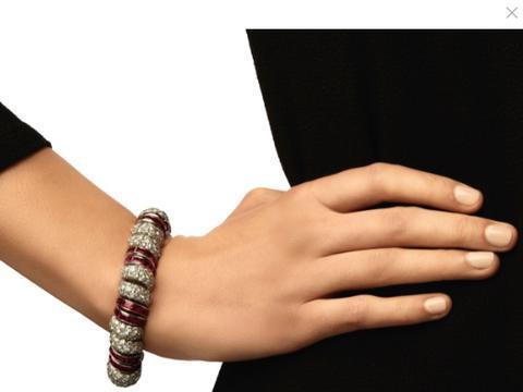 苏富比看看哪些彩色宝石拍品的成交价高出了最高估价