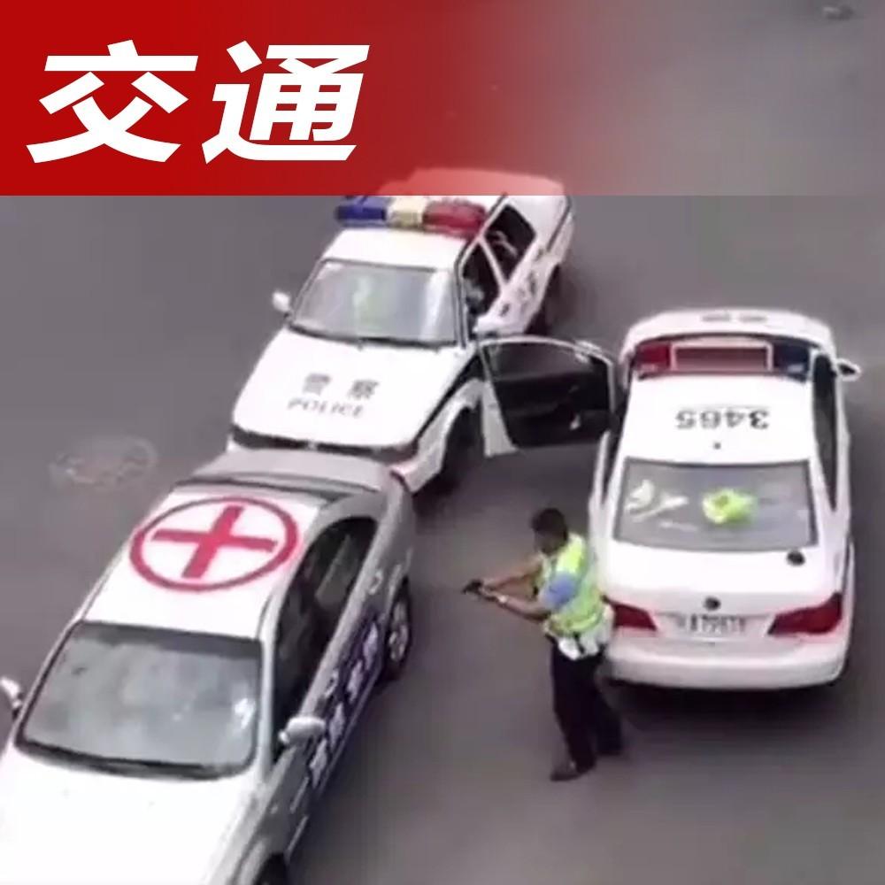 惊!成都街头上演漂移大片,交警迅速截停嫌疑车辆