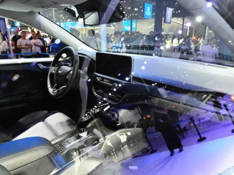 8AT上身!这台轿车看着像SUV,造型贼运动!