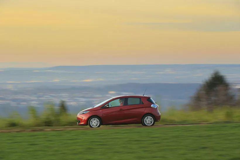 来看看欧洲人开什么电动车 海外试驾雷诺ZOE
