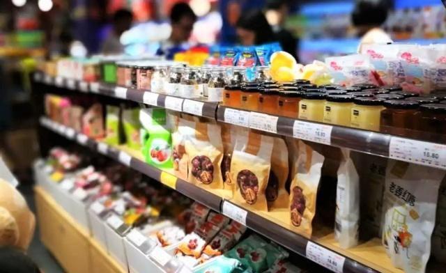三只松鼠迎来最强对手:他每年研发400种零食,品牌价值超过百亿