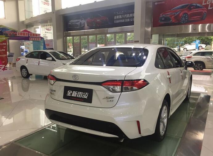 新一代丰田雷凌到店实拍,素雅白色车身,尾部再改一下就完美了