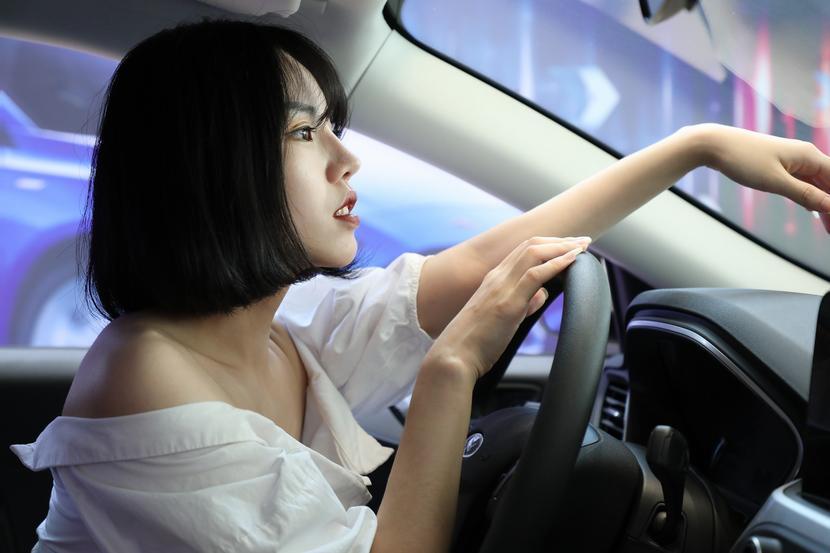 A级车市场实力车型不胜枚举,为何潮流女主播独爱新一代福克斯?