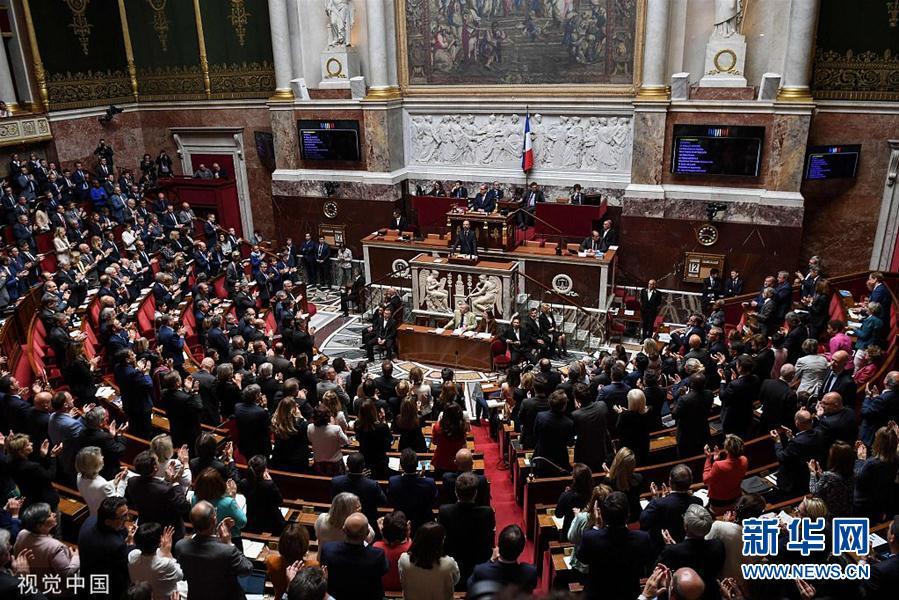 法国总理宣布政府改革计划 国民议会通过政府信任投票