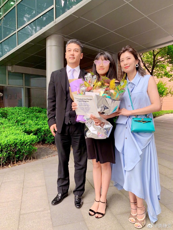 贾静雯参加大女儿毕业典礼