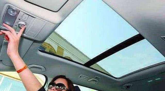 买车时到底选不带天窗的还是带天窗的?给大家说几个天窗到处